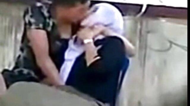 - شرجی Lexi دان انگشتان دست او شیرین سکس محارم مترجم عربی پف کرده